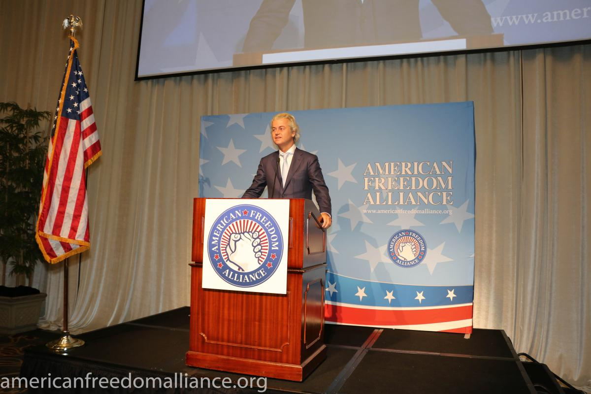 geert_wilders_at_the_podium